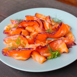 Gravlax marinated with beetroot 100g